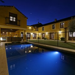Отель Villa Cornelius бассейн
