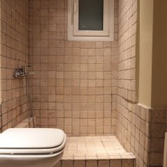 Отель Elegant & Cozy Central Apt • 5' to Athens Metro St ванная