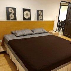 Отель Twin Peaks Sukhumvit Suites Бангкок сейф в номере