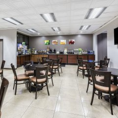 Отель Quality Inn & Suites Los Angeles Airport - LAX гостиничный бар