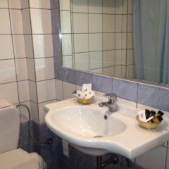 Отель Candia Hotel Греция, Афины - 3 отзыва об отеле, цены и фото номеров - забронировать отель Candia Hotel онлайн ванная фото 2