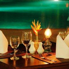 Отель Holiday Villa Ланта гостиничный бар