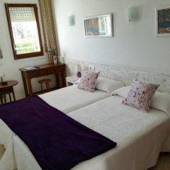 Отель Hostal Los Pinares Испания, Льорет-де-Мар - отзывы, цены и фото номеров - забронировать отель Hostal Los Pinares онлайн комната для гостей фото 5