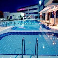 Отель Crowne Plaza Dubai Deira бассейн фото 3