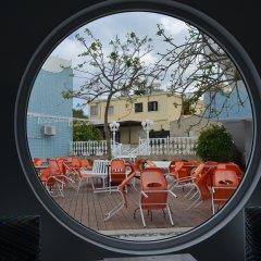 Nereus Hotel бассейн