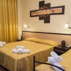 Отель ORIZZONTI Римини сейф в номере