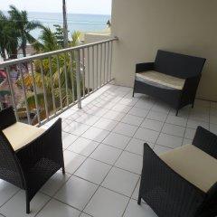 Отель Skyclub Beach Suite at Mobay Club Ямайка, Монтего-Бей - отзывы, цены и фото номеров - забронировать отель Skyclub Beach Suite at Mobay Club онлайн балкон