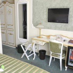 Отель Queens Astoria Design Hotel Сербия, Белград - 3 отзыва об отеле, цены и фото номеров - забронировать отель Queens Astoria Design Hotel онлайн балкон