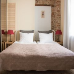 Отель Rotušes Apartments Литва, Вильнюс - отзывы, цены и фото номеров - забронировать отель Rotušes Apartments онлайн комната для гостей фото 2