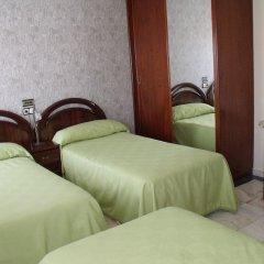 Отель Hostal Salones Victoria комната для гостей