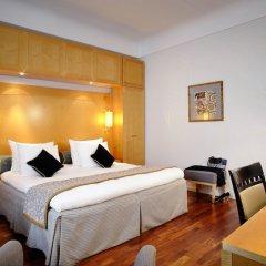 Отель Crowne Plaza Brussels - Le Palace Бельгия, Брюссель - 2 отзыва об отеле, цены и фото номеров - забронировать отель Crowne Plaza Brussels - Le Palace онлайн комната для гостей фото 4