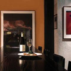 Отель The River Inn гостиничный бар