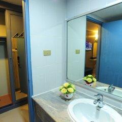 Отель Aunchaleena Grand Бангкок ванная