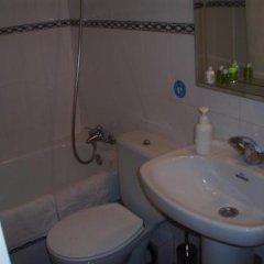 Отель Hostal Castilla Испания, Мадрид - отзывы, цены и фото номеров - забронировать отель Hostal Castilla онлайн ванная фото 2