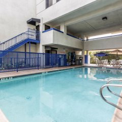 Отель Quality Inn & Suites Los Angeles Airport - LAX бассейн