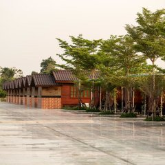 Отель Prew Lom Chom Nam парковка