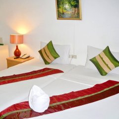 Отель Best Value Inn Nana Бангкок комната для гостей