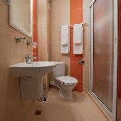 Отель Family Hotel Coral Болгария, Поморие - отзывы, цены и фото номеров - забронировать отель Family Hotel Coral онлайн ванная фото 2
