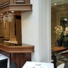 Отель Unic Renoir Saint Germain Париж гостиничный бар