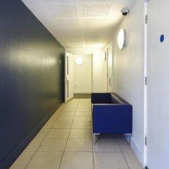 Апартаменты Marlin Apartments Stratford интерьер отеля фото 3