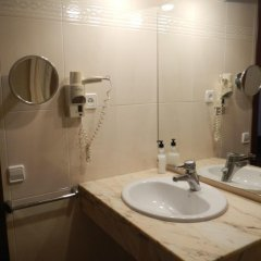 Отель Hostal Vila del Mar Испания, Льорет-де-Мар - 3 отзыва об отеле, цены и фото номеров - забронировать отель Hostal Vila del Mar онлайн ванная