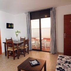 Отель Apartamentos AR Family Caribe Испания, Льорет-де-Мар - отзывы, цены и фото номеров - забронировать отель Apartamentos AR Family Caribe онлайн комната для гостей фото 4