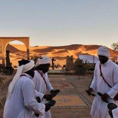 Отель Palmeras Y Dunas Марокко, Мерзуга - отзывы, цены и фото номеров - забронировать отель Palmeras Y Dunas онлайн городской автобус