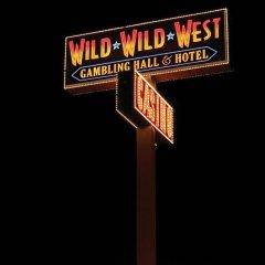 Отель Days Inn Las Vegas at Wild Wild West Gambling Hall США, Лас-Вегас - 8 отзывов об отеле, цены и фото номеров - забронировать отель Days Inn Las Vegas at Wild Wild West Gambling Hall онлайн вид на фасад