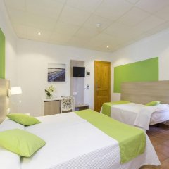 Отель Hostal Adelino комната для гостей фото 5