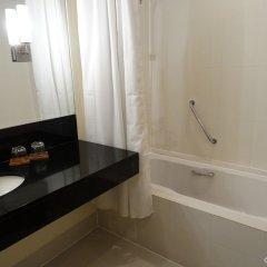 Отель City Garden Suites Manila Филиппины, Манила - 1 отзыв об отеле, цены и фото номеров - забронировать отель City Garden Suites Manila онлайн ванная