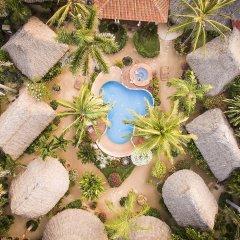 Отель Present Moment Retreat бассейн