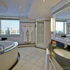 Отель Hilton Düsseldorf Германия, Дюссельдорф - 2 отзыва об отеле, цены и фото номеров - забронировать отель Hilton Düsseldorf онлайн ванная фото 2