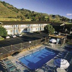 Отель Spyglass Inn бассейн фото 2