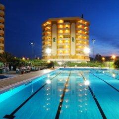 Отель Grand Eurhotel бассейн