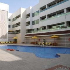Oasis Court Hotel Apartments бассейн