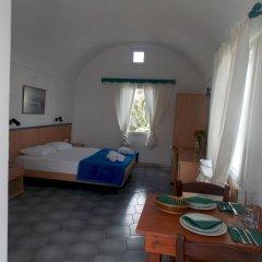 Отель Sunrise Studios Perissa Греция, Остров Санторини - 8 отзывов об отеле, цены и фото номеров - забронировать отель Sunrise Studios Perissa онлайн комната для гостей фото 3