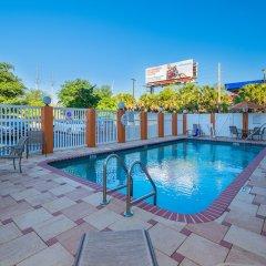 Отель Comfort Inn & Suites Maingate South бассейн фото 2