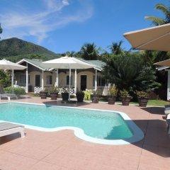 Hotel La Roussette бассейн