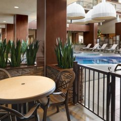 Отель Delta Hotels by Marriott Calgary South Канада, Калгари - отзывы, цены и фото номеров - забронировать отель Delta Hotels by Marriott Calgary South онлайн балкон