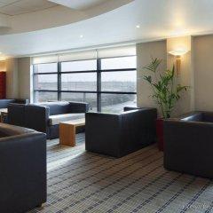Отель Holiday Inn Express London Luton Airport интерьер отеля фото 2