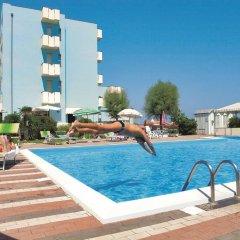 Отель Atlantic Италия, Римини - отзывы, цены и фото номеров - забронировать отель Atlantic онлайн бассейн
