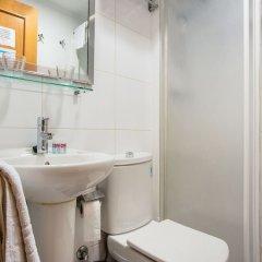 Отель Hostal Felipe V Испания, Мадрид - отзывы, цены и фото номеров - забронировать отель Hostal Felipe V онлайн ванная