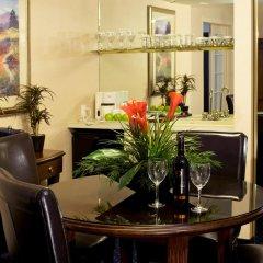 Отель Best Western Premier Calgary Plaza Hotel & Conference Centre Канада, Калгари - отзывы, цены и фото номеров - забронировать отель Best Western Premier Calgary Plaza Hotel & Conference Centre онлайн интерьер отеля