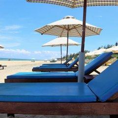 Отель Under the coconut tree пляж