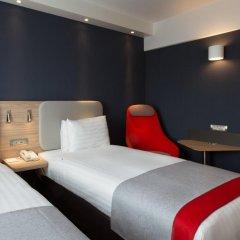 Отель Holiday Inn Express Geneva Airport Швейцария, Мерен - отзывы, цены и фото номеров - забронировать отель Holiday Inn Express Geneva Airport онлайн комната для гостей фото 5