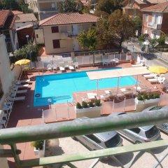 Отель Residence I Girasoli бассейн
