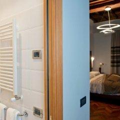 Отель Relais Forus Inn сейф в номере