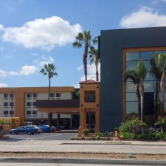 Отель Quality Inn & Suites Los Angeles Airport - LAX фото 3
