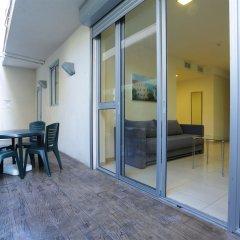 Sea Land Suites Израиль, Тель-Авив - 11 отзывов об отеле, цены и фото номеров - забронировать отель Sea Land Suites онлайн балкон