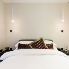 Апартаменты Homely and Chic 2 Bed Apartment Лондон сейф в номере